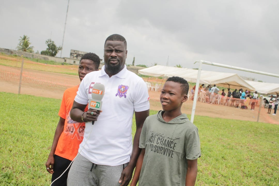 埃布埃:回国创办足校为了协助更多年轻人,现在全部进展很顺畅
