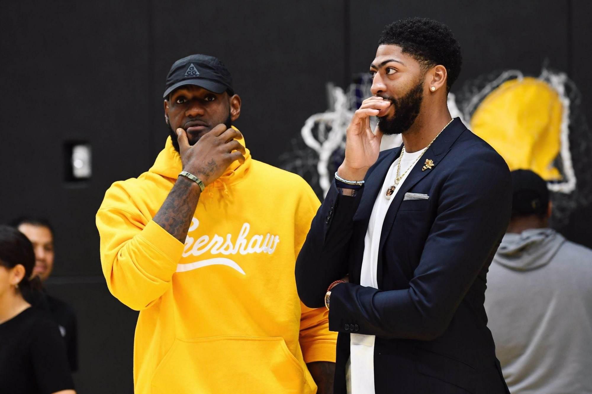 NBA史上最强粉丝?戴维斯自幼一路追随詹姆斯 