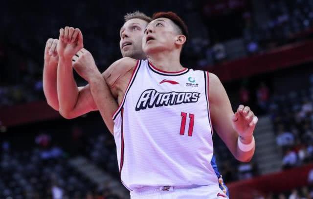 今晚中国大鸟亮相CBA一招鲜篮球课 他最接近接班易建联?