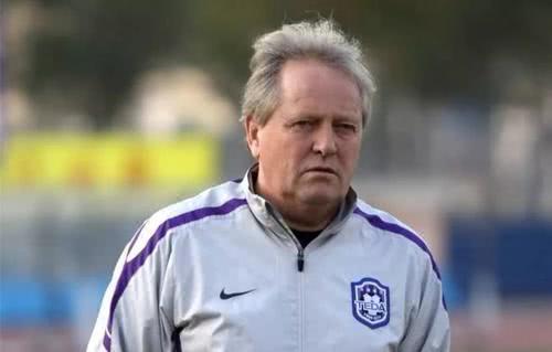 前国足主帅执教泰达后表现不俗,带队拿下足协杯 