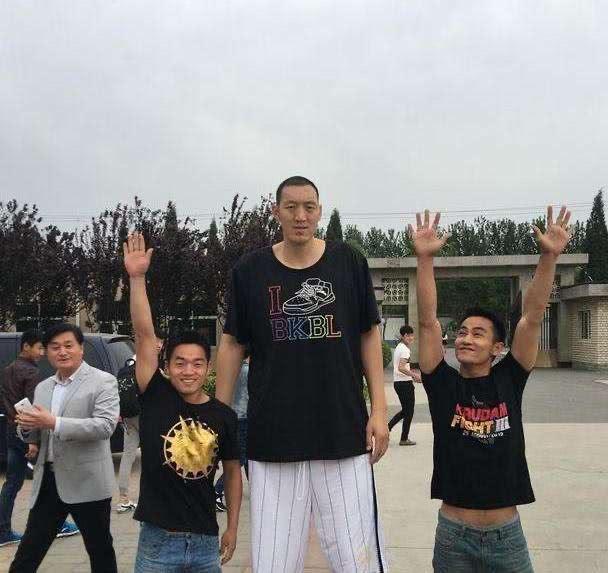 孙明明比姚明高十厘米,为什么连CBA联赛都打不上? 