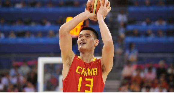 中国女篮内线大将获世界篮联盛赞,她是一颗新星 