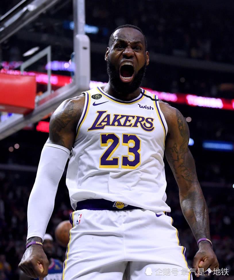 詹姆斯是如何成为NBA第一档领袖?以身作则,并时刻鼓励队友!