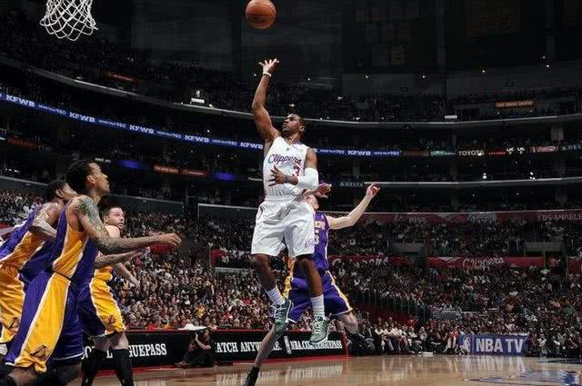 保罗库里欧文的3种绝学,展现NBA后卫的禁区智慧