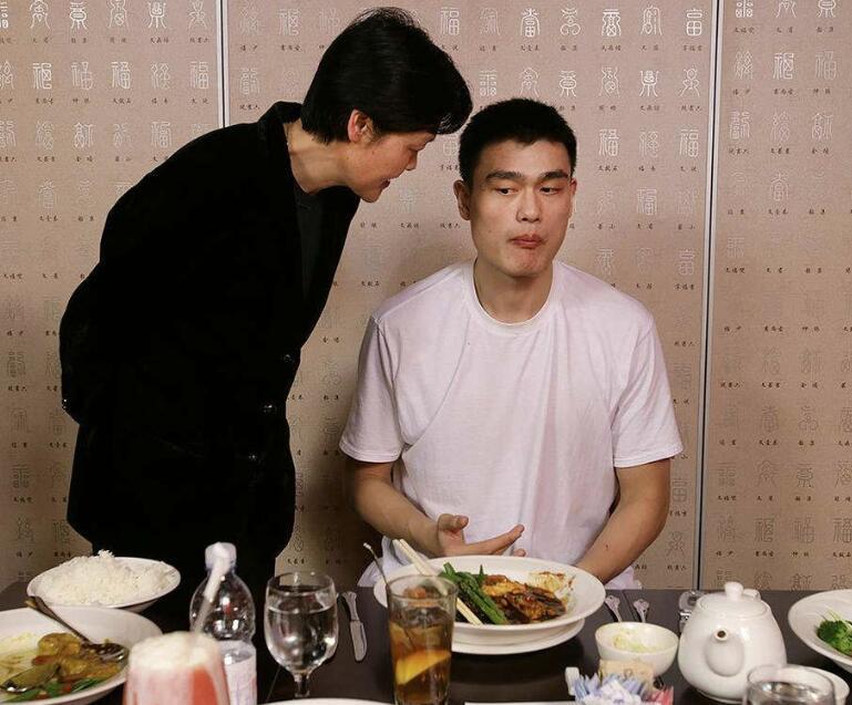 盘点中国篮坛著名母子档 姚明领衔王治郅易建联上榜