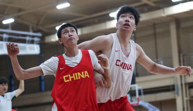 2.20米新神塔统治禁区 未来能扛起中国男篮?