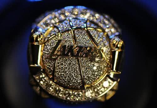 206000美元!科比生前送母亲的戒指被拍卖,送父亲的戒指也将被卖