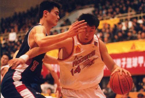 中国男篮不世出的技术流中锋,王治郅是怎样的存在?