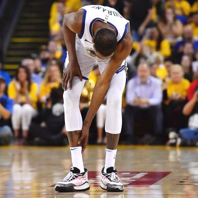 """NBA五位在巅峰期退役的球员:姚明本该夺冠,开拓者错失""""王朝"""""""
