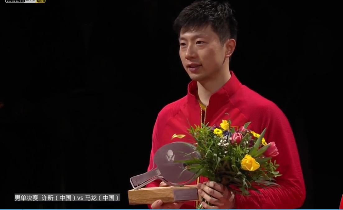 德国乒乓球公开赛进入收官日的争夺,压轴的男单决赛在许昕与马龙之间演出