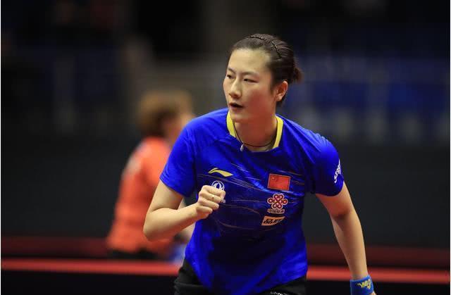 国乒女队主教练李隼接受采访,谈到目前的女队形式。