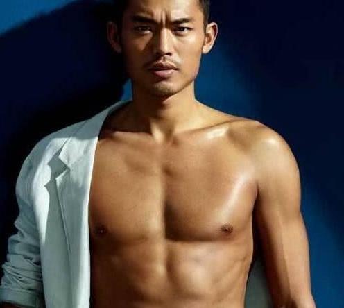 """中国体坛肌肉最完美5大""""男神"""":林丹腹肌如刀刻,第一被称为少女杀手!"""