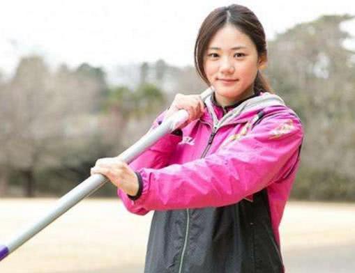 曾是日本最美田径女神,清晰马甲线让国足脸红