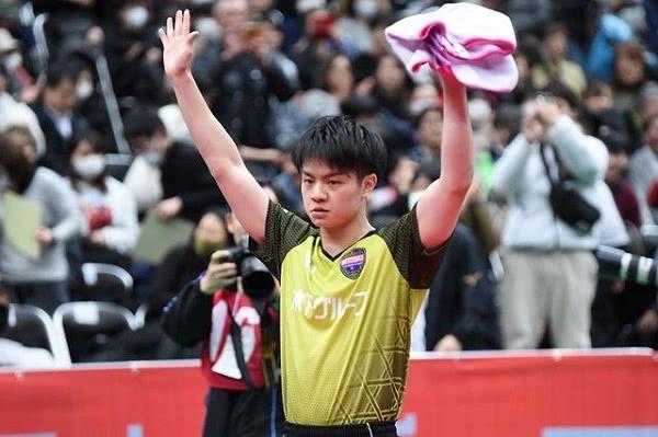 国乒劲敌豪夺2连胜!18岁天才爆发,3-0横扫晋级