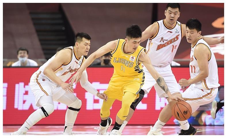 送走焦作勒布朗,迎来了伤号刘铮,上海再遇李根式烦恼 