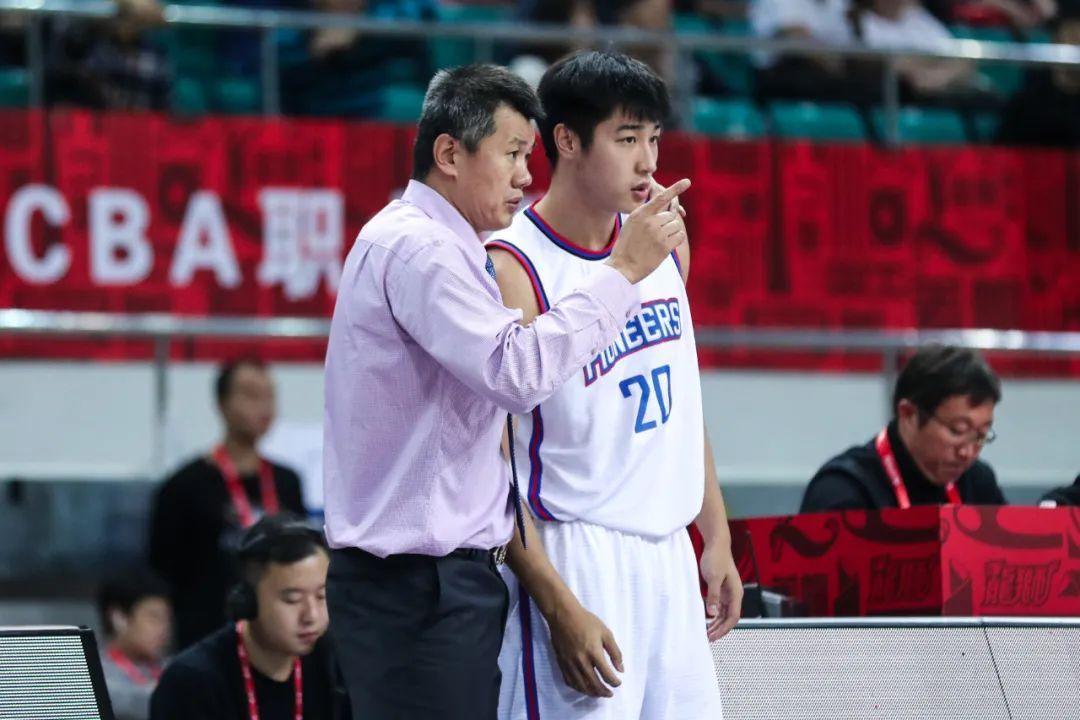 天津男篮通过四节比赛以76-70打败深圳男篮