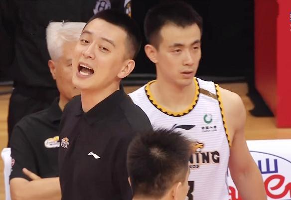 少帅杨鸣笑侃裁判:你不能用一个过错掩盖另一个过错 