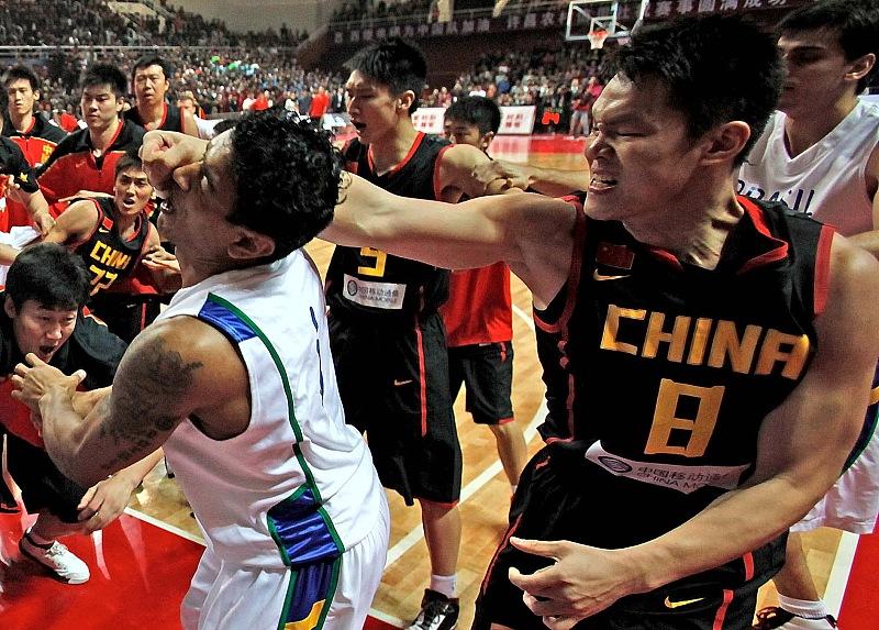没朱芳雨不可!篮球队参加群殴8人被打伤,肇事者被警方操控