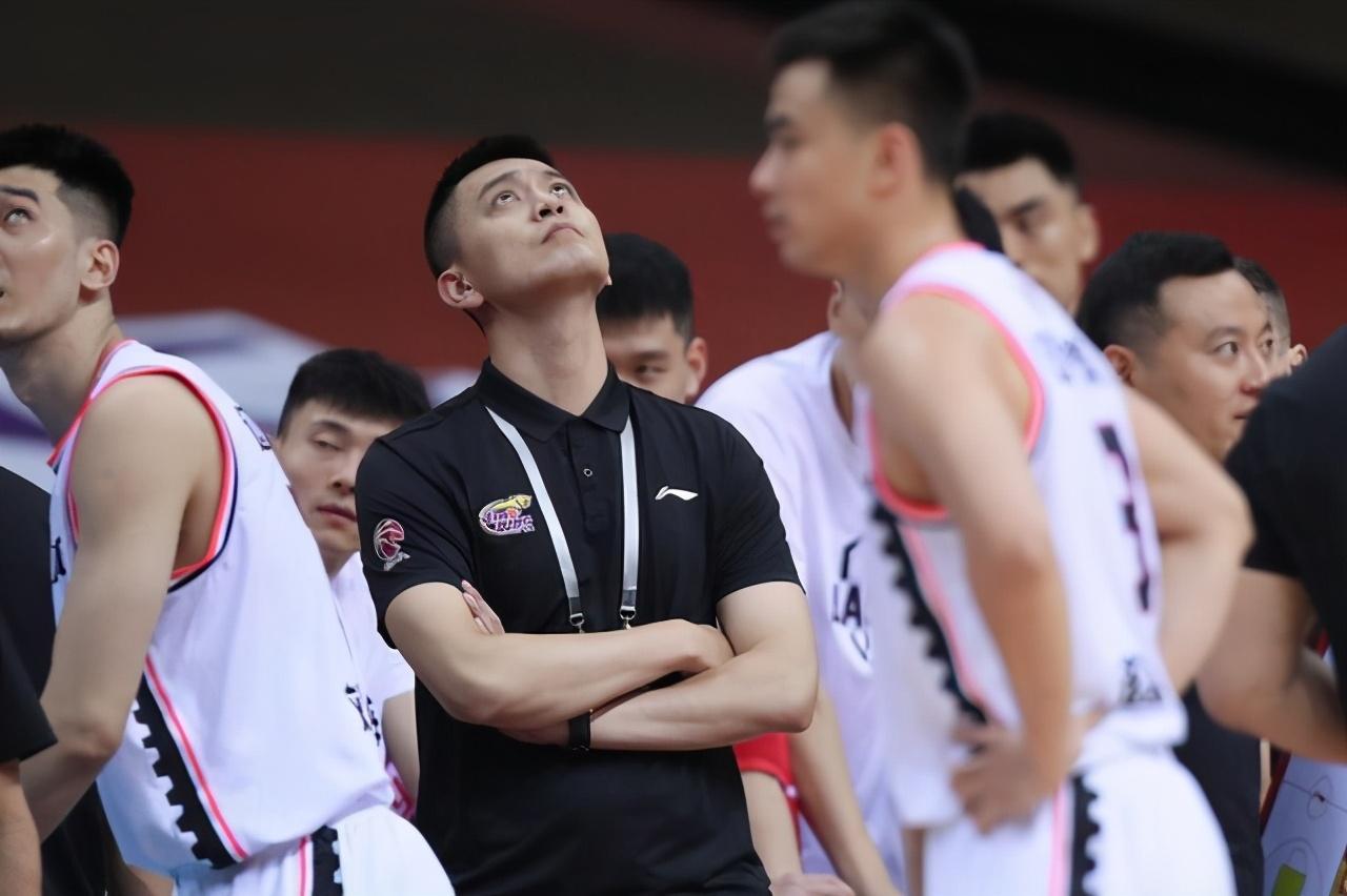 杨鸣连飙三句粗口骂弟子,怒喷裁判收了多少钱 