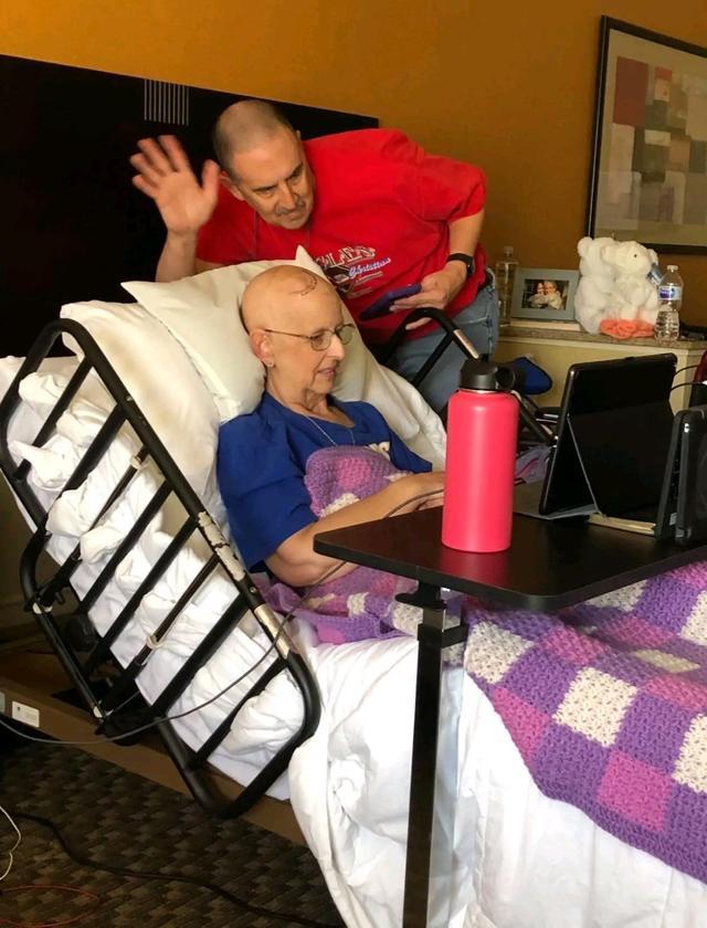 汤普森和身患癌症粉丝视频连线,通话半小时,满意球迷愿望   