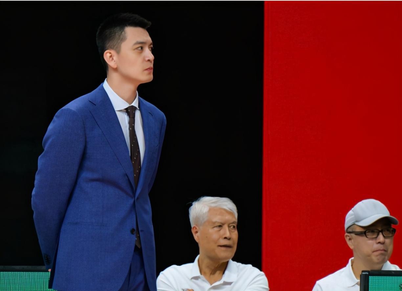 中国篮球00后天才不行阻挡!3场砍16+12+12,高帅富杨鸣点名表彰   