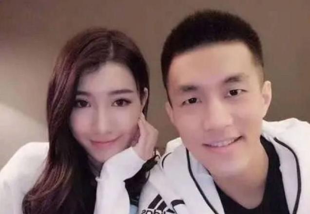 亚洲榜首控卫郭艾伦,1米77前女友晒新照,五官精美冷艳众人   