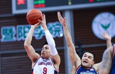 西热力江0.8秒绝杀广州,霍楠握拳咆哮,谁说这顶薪不值?