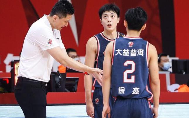 没有阿联,广东男篮依旧很强!5数据排名联赛第一,杜锋用人真好   