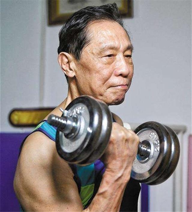 钟南山的背地里功臣!84岁妻子投篮等他吃饭,曾是我国女篮副队长