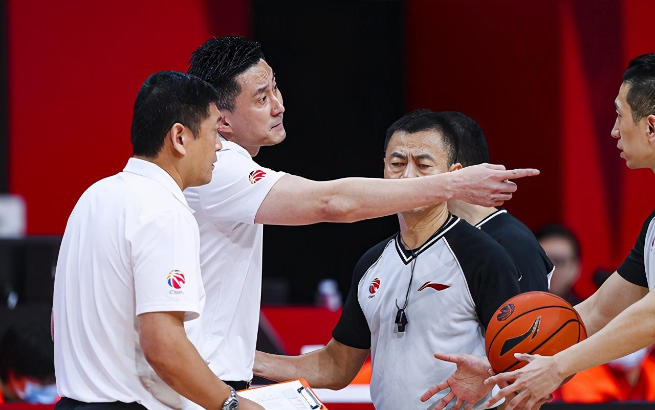 韩德君稳如磐石,看到了北京男篮重金之下却取不了好成绩的为难