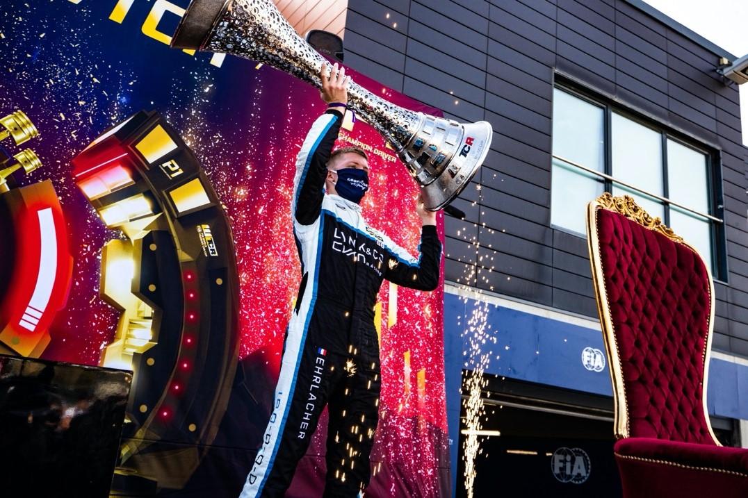 扬•埃赫拉舍成为WTCR史上最年轻的冠军车手