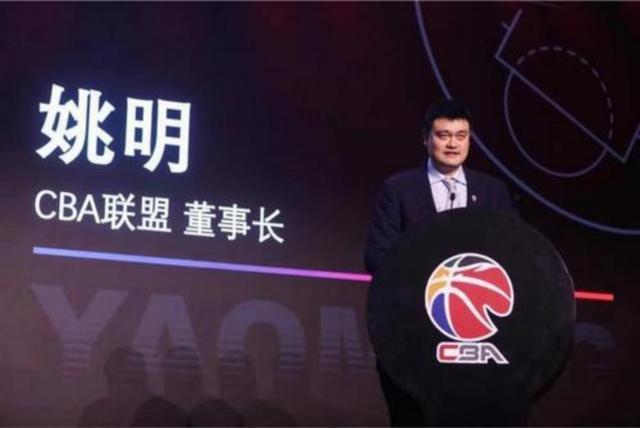 费力不讨好!为中国篮球尽心竭力的姚明却遭受质疑,他真该下课? 