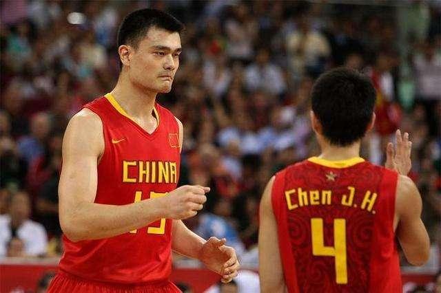 男篮天才球员退役年纪排名,榜首飞人本可超越朱朱芳雨,19岁黯然退役