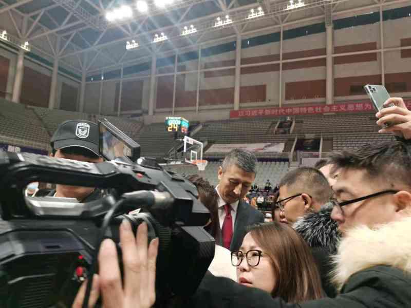CBA晚报:广东球迷堵门力挺,老叔现身辽篮主场