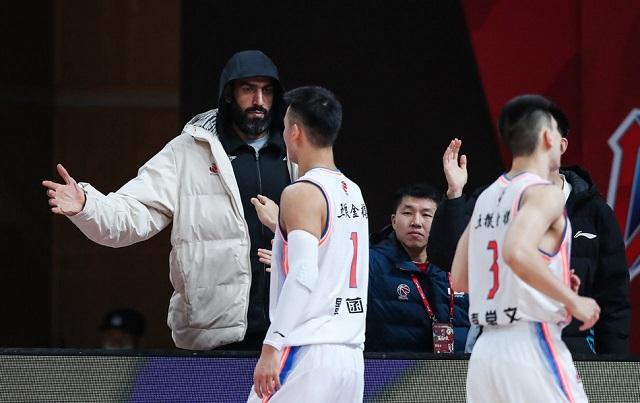 李春江率队大战CBA总冠军球队,广厦男篮或送四川30分惨败
