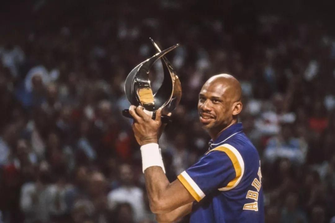 除了乔丹,谁是NBA第一人?詹姆斯最接近