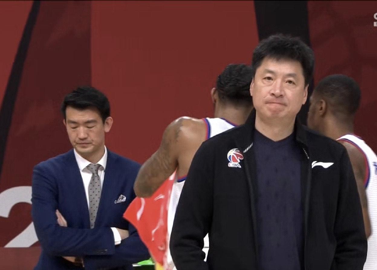 CBA劲旅输倒数榜首,9战8败,狂跌第12,李春江表情绝望 