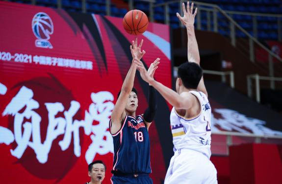 广东男篮加强防卫的一起,进攻功率也不断提升
