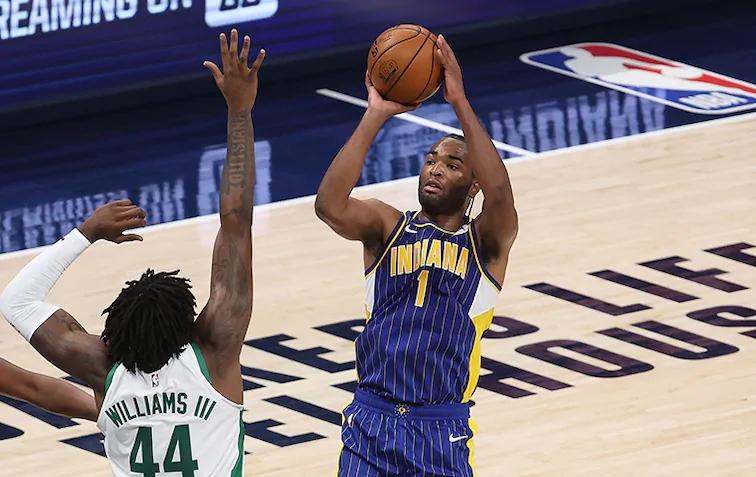 沃伦上赛季的体现尤其超卓,场均奉献19.8分4.2篮板  