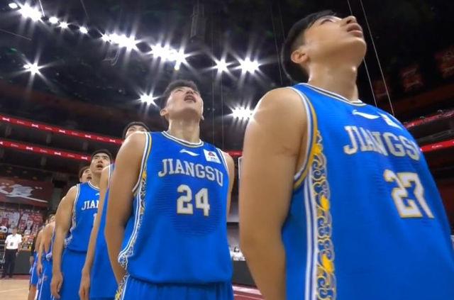 CBA罕见一战!江苏男篮7分钟全队只抢1个篮板,9分钟无运动战得分