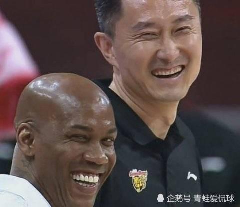杜锋和马布里有私人恩怨,赛后为何会相视大笑?