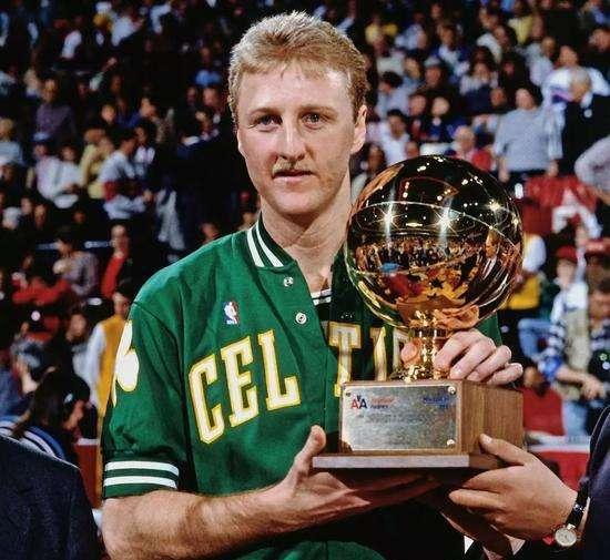 伯德曾3连MVP,天分惊人为什么第6顺位才被选中?