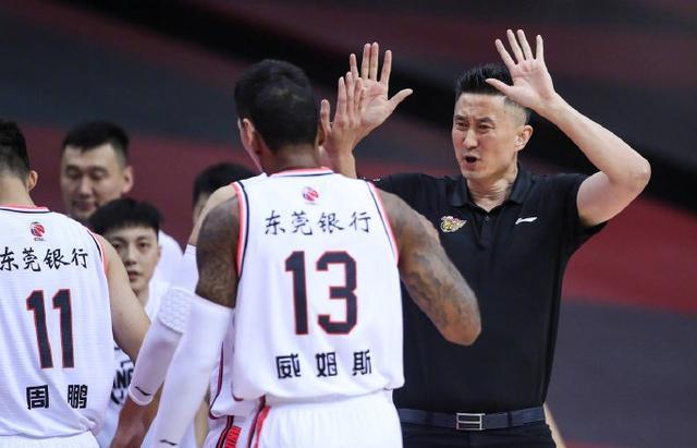 广东伤员陈述来了,徐杰问题不大阿联腰伤,杜锋不满球队表现 