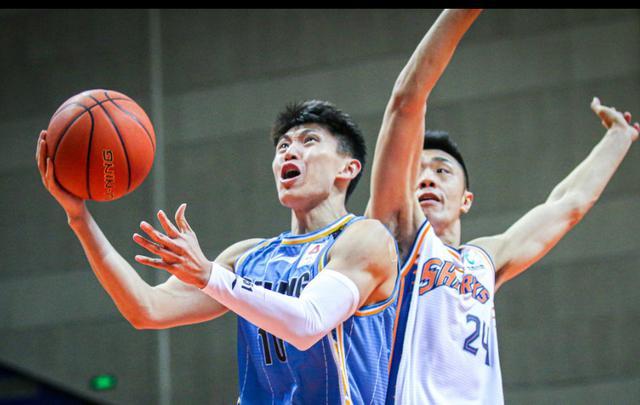 男篮国手挨近离队!曾跟随广东拿4座总冠军,如今遭主帅完全弃用 