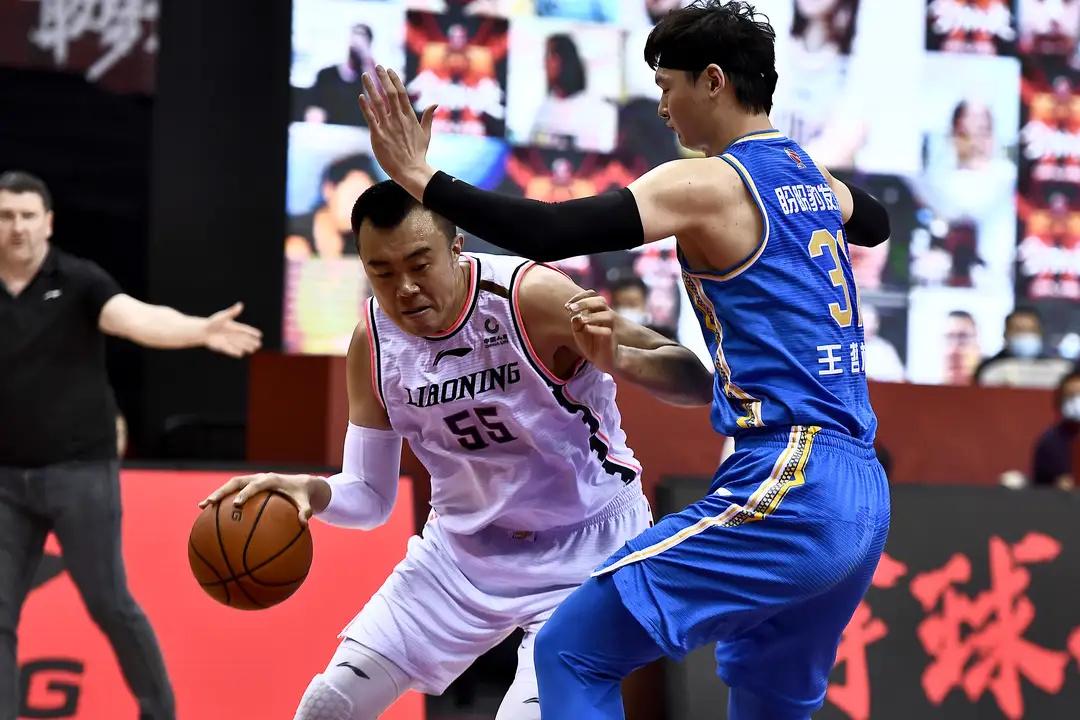 韩德君30分20篮板,郭艾伦5犯王哲林6离场