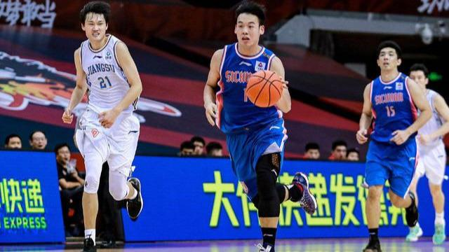 CBA常规赛继续进行,江苏对阵四川。赛前,两支球队都现已确认无缘季后赛  