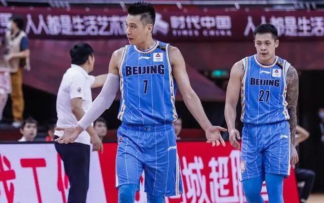 首钢豪取8连胜,林书豪18+8+8,赛后亲身指导陈盈俊!