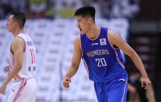 八一男篮以5胜37负的成果排名第20位。天津男篮上一场比赛对阵青岛男篮 