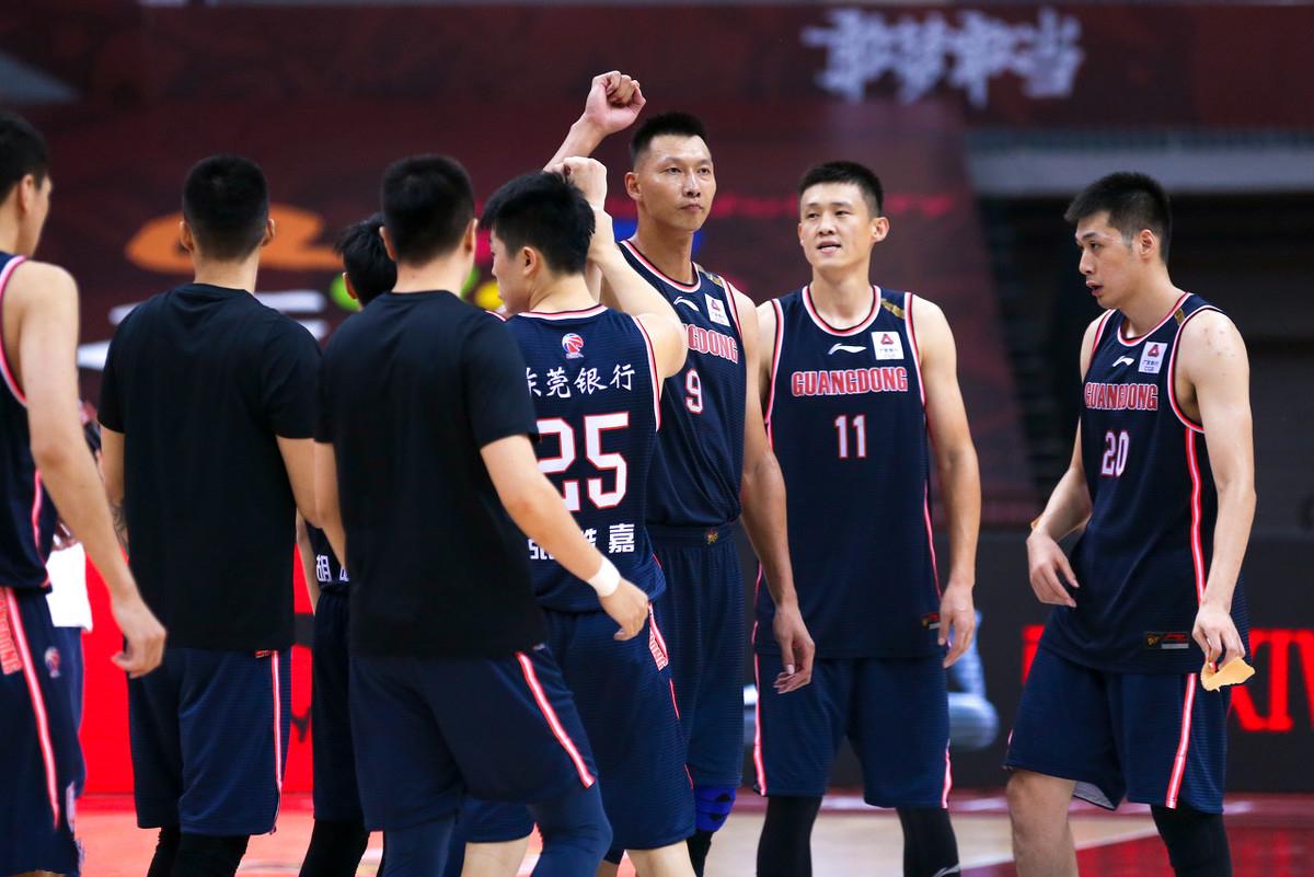 广东男篮遭CBA列强围剿,8进4成一道坎,杜锋总冠军岌岌可危 