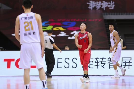 福建季后赛悬了!深圳有望创造奇观,王哲林再低迷就真没了